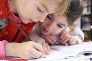 Enfants à l'école / Klimki / Pixabay